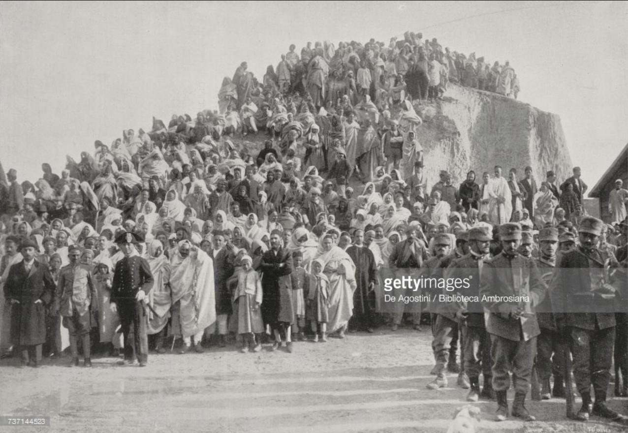 1913. Арабы смотрят итальянский военный парад, Новый год, Бенгази, Ливия