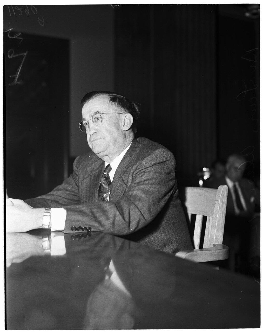1954. 6 декабря. Комиссия по расследованию антиамериканской деятельности (дело врачей). Доктор Джозеф де лос Рейс (чиновник Ассоциация медицинских работников)