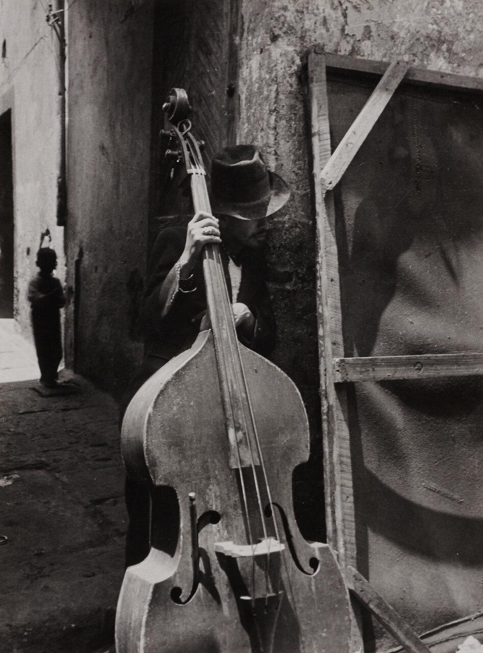 1950. Человек с контрабасом