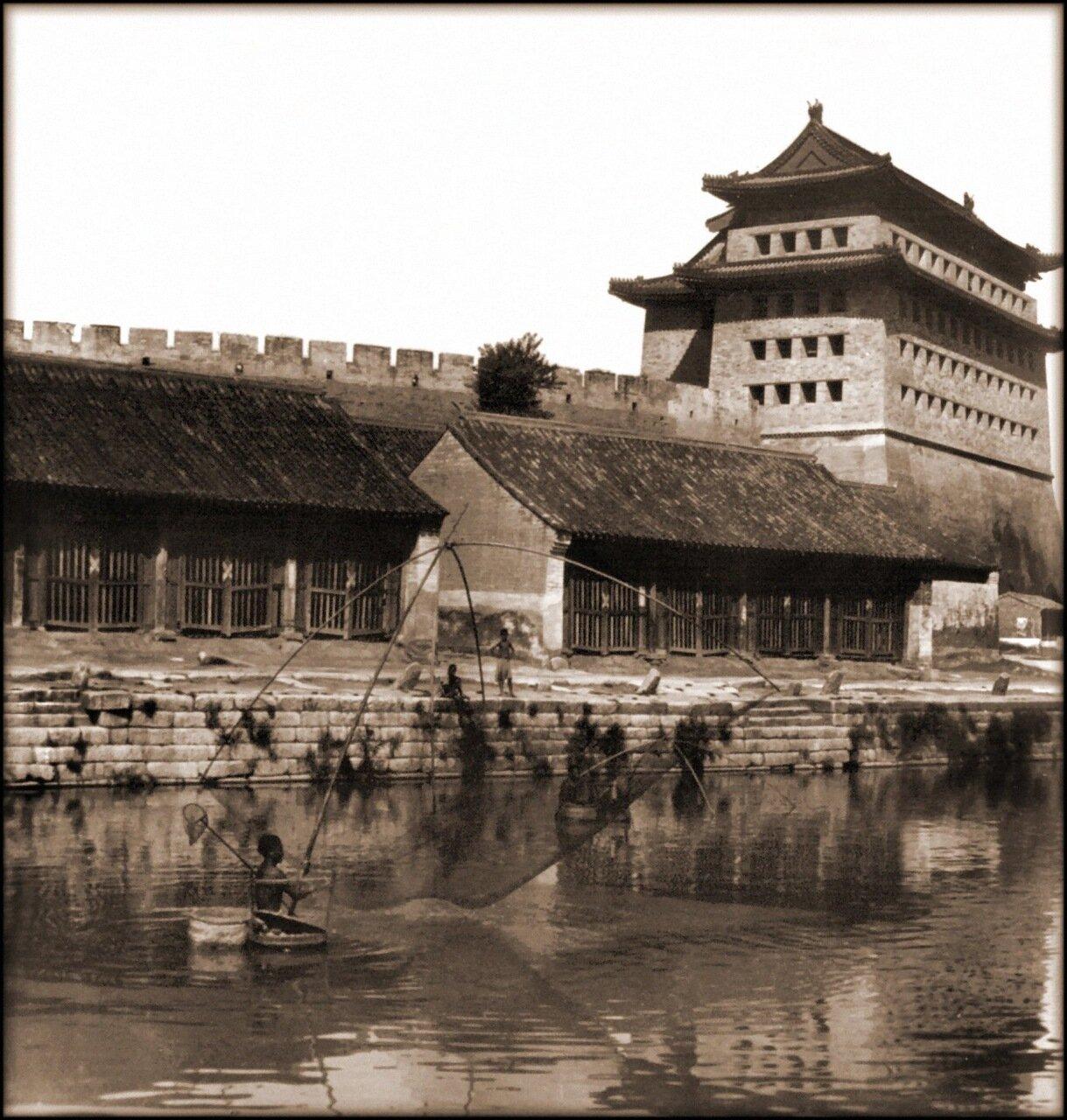 1907. Рыбаки возле Восточных Ворот Пекина