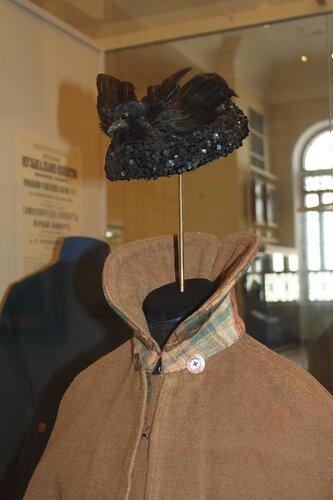 Шляпа-ток и накидка