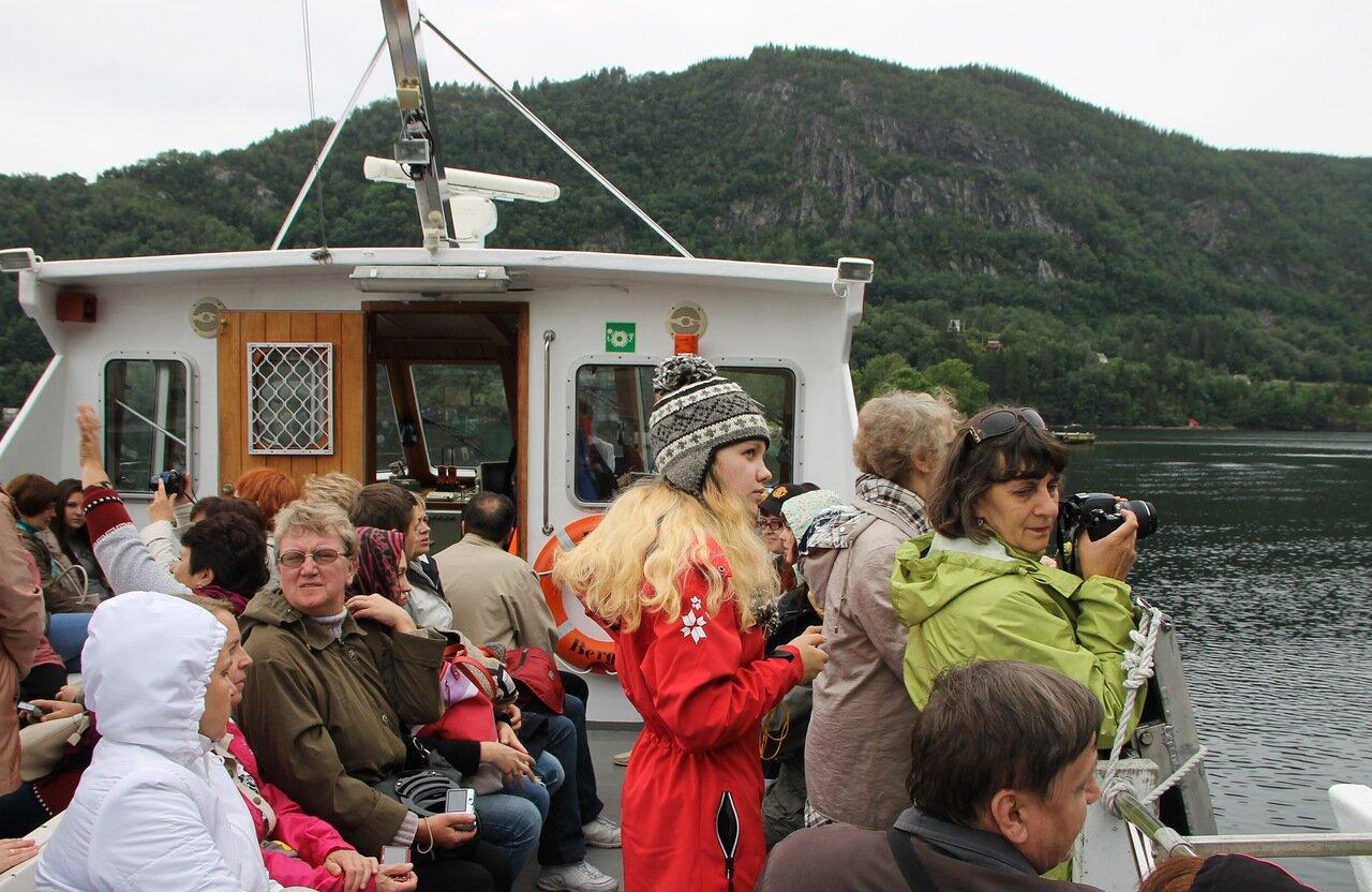 Хардангерфьорд, прогулочный теплоход. туристы