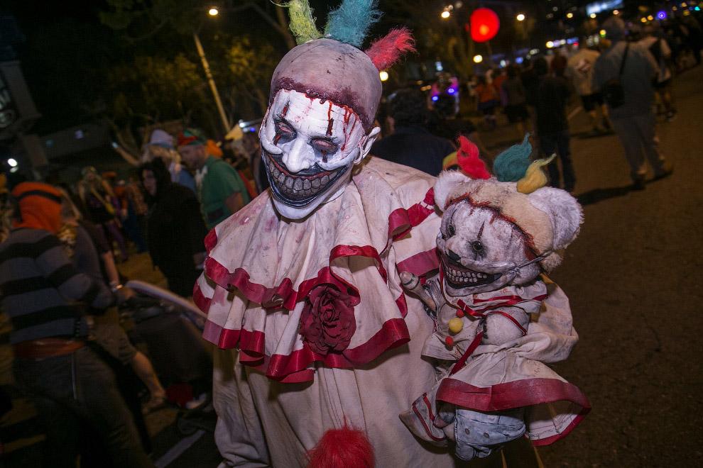 Облачение в карнавальные костюмы — сравнительно недавно возникший элемент праздника. Впервые как пол