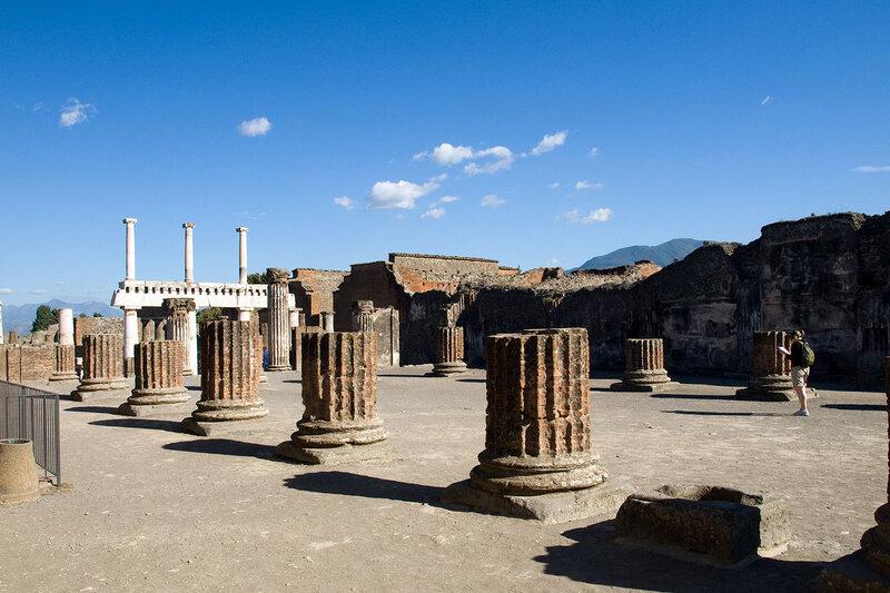 Побывать в Неаполе, и не побывать в Помпее, конечно, невозможно