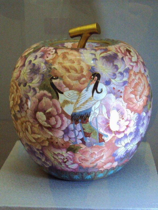 Ваза яблоко. Бронза, эмаль. (1926-1989)