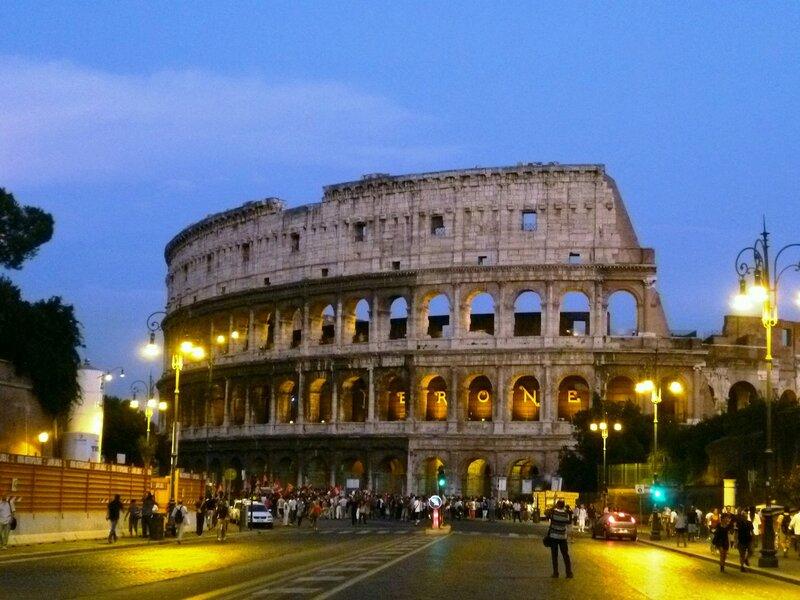 Италия. Рим. Колизей вечером (Italy. Rome. The Colosseum at night).