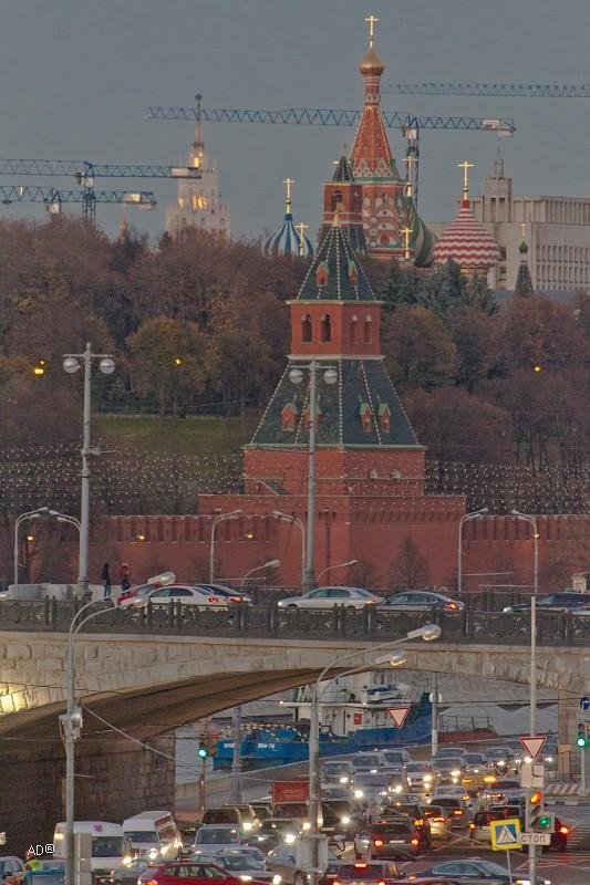 Большой Каменный мост и Тайницкая башня московского кремля