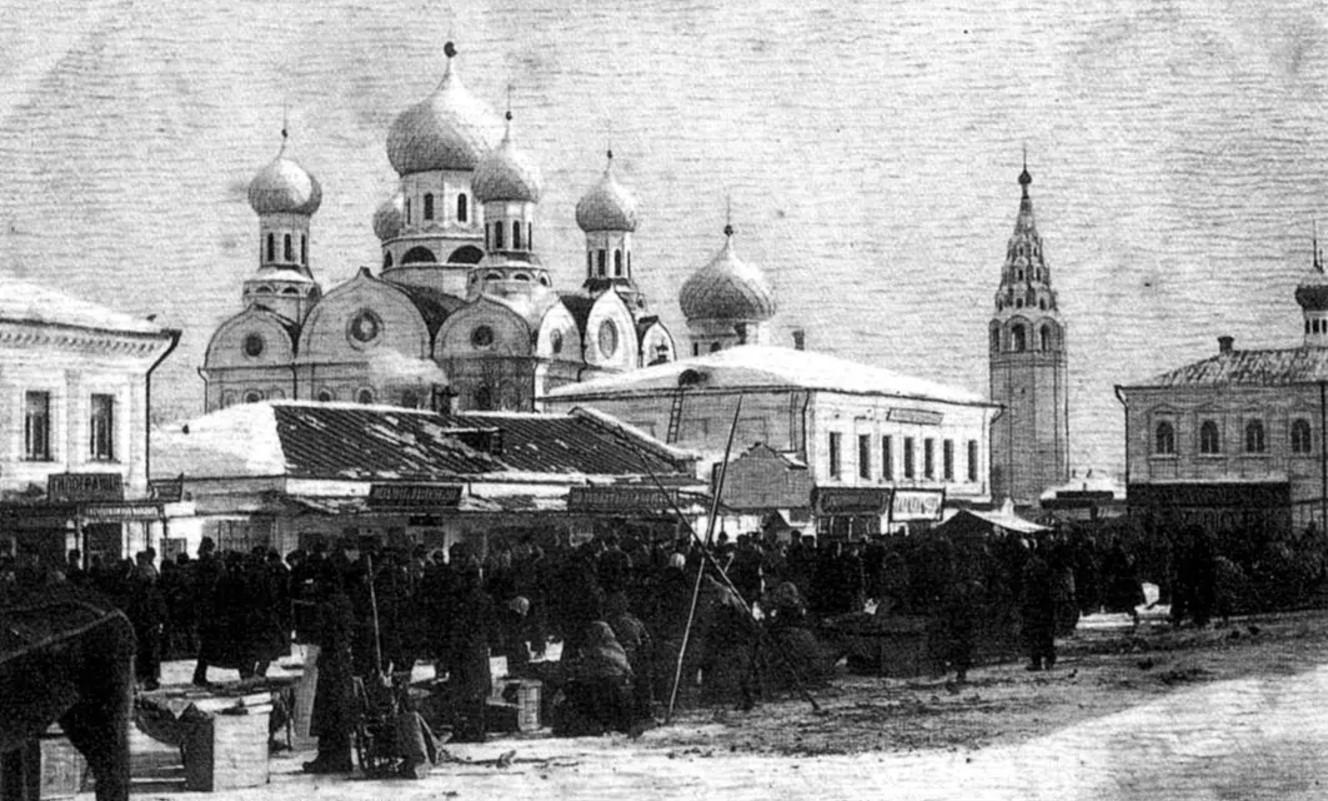 Базарная площадь, Кресто-воздвиженский храм.