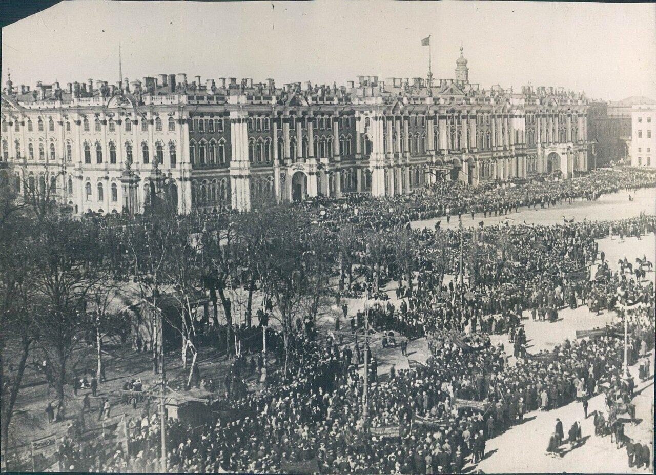 1928. 7 ноября. Празднование 11 годовщины революции на площади Урицкого в Ленинграде