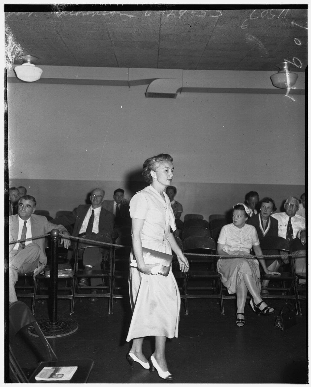1955. 29 июня. Комиссия по расследованию антиамериканской деятельности. Ирэн Бауэрман