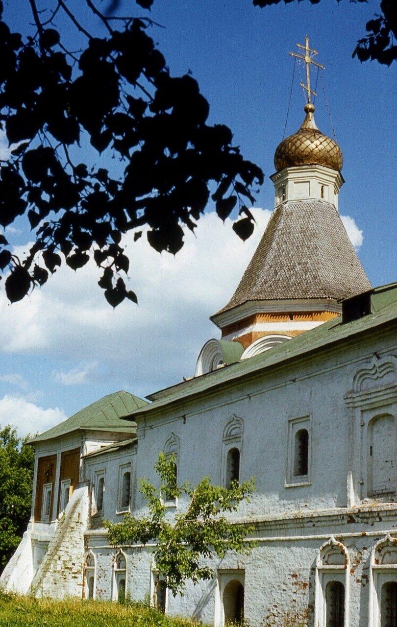 3.  Палаты и Покровская церковь