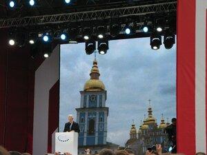 Власне пан колишній Президент із промовою