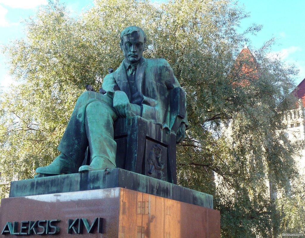 Памятник финскому писателю Алексису Киви.