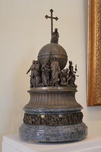 Памятник в Новгороде, посвящённый 1000-летию России