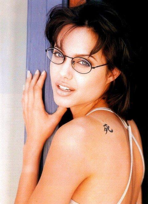 очки и Angelina Jolie
