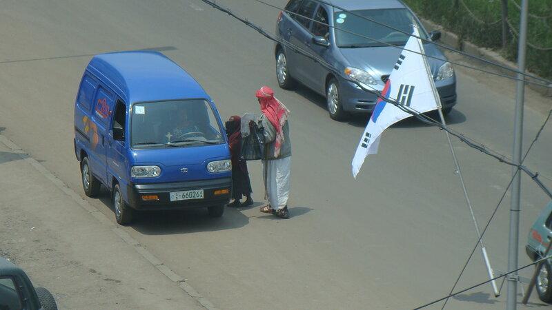 Аддис-Абеба. Мальчишки - чистильщики обуви