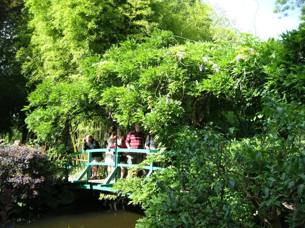Кальвадос, камамбер и розовый дом с зелёными ставнями. Часть 1.