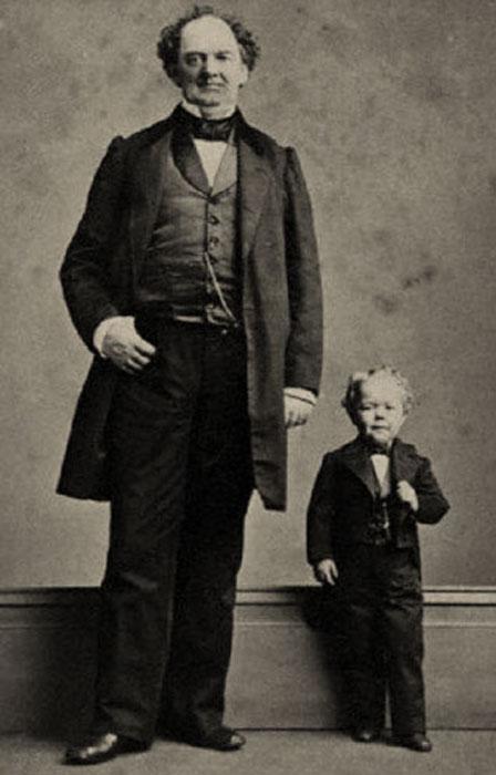 Большую часть своей жизни Чарльз Страттон был не выше метра ростом.  Когда Чарльзу было 25 л