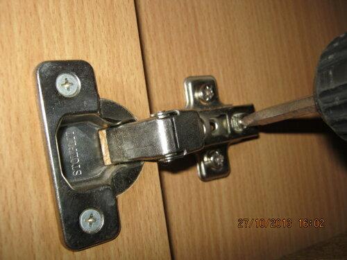 Осталось навестить дверки и всё! Крепить сильвера и регулировать перекосы удобно шуруповёртом с трещоткой.