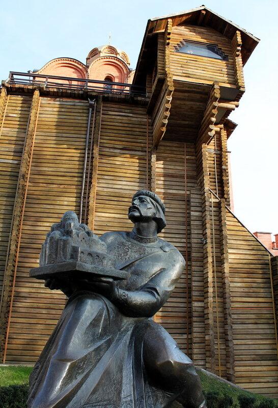 Памятник Ярославу Мудрому у Золотых ворот