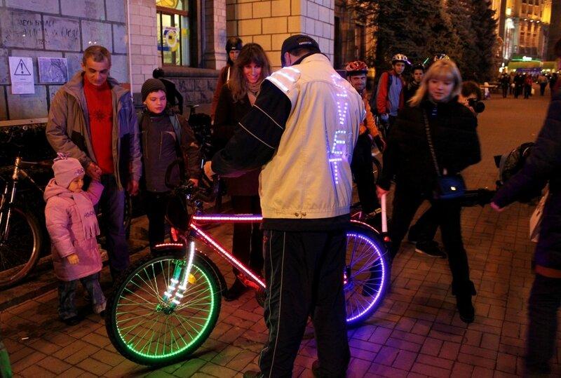 Один из участников Bike Light Ride 2013