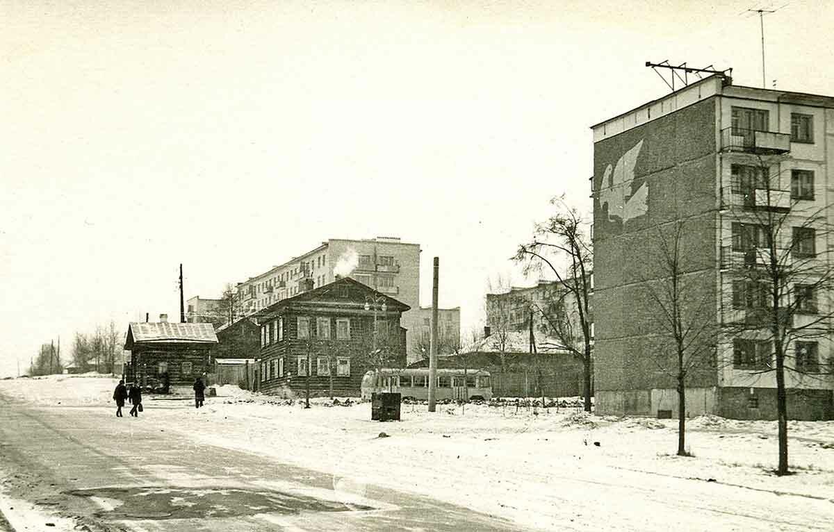 Угол ул.Екатерининская и ул.Крисанова