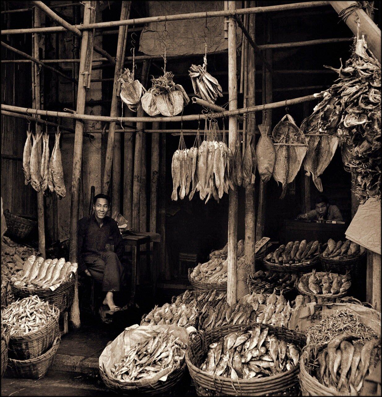 1946. Торговец сушеной рыбой. Гонконг