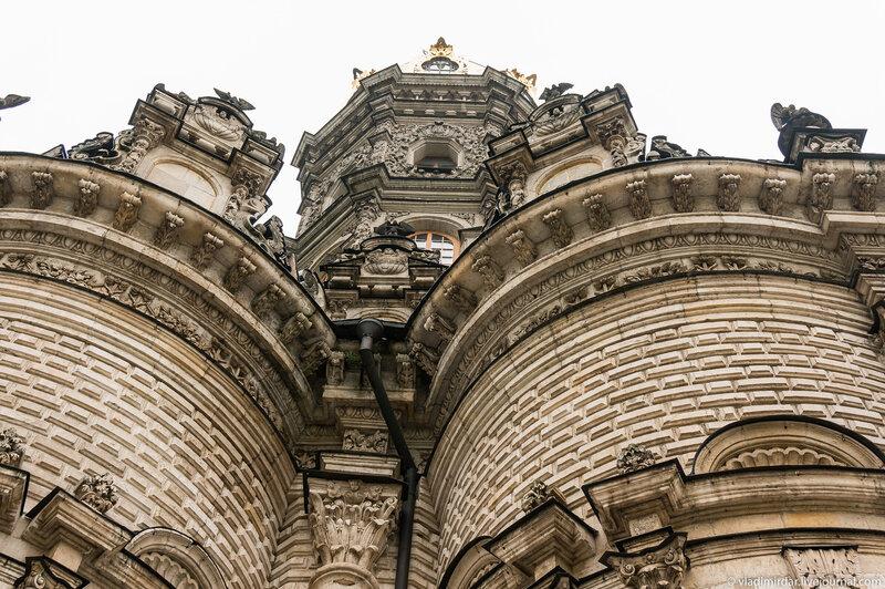 Знаменский храм в усадьбе Дубровицы