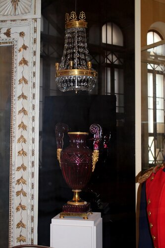 Бра-стенник и ваза