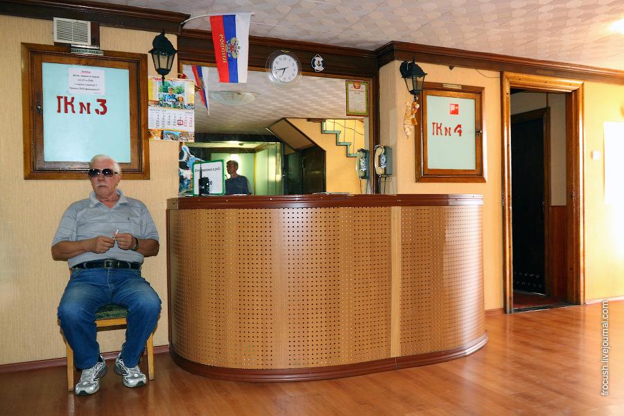 Стойка регистрации на главной палубе дизель-электрохода «Композитор Глазунов»