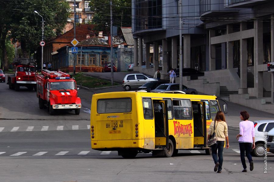 Улица Венцека. Машины МЧС.