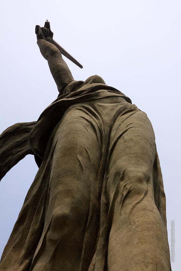 Скульптура «Родина-Мать зовет!»