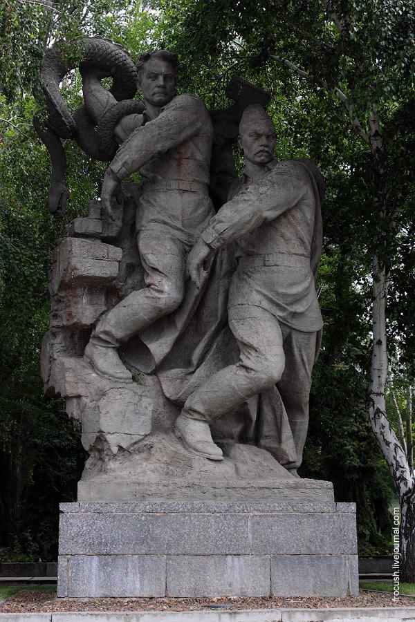 Скульптура «Крах фашизма»