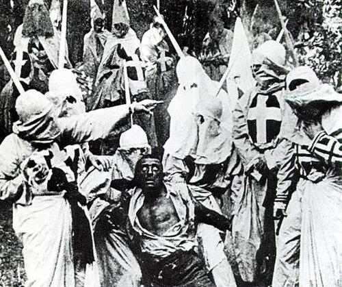 """Кадр из фильма """"Рождение нации"""". 1915 год."""