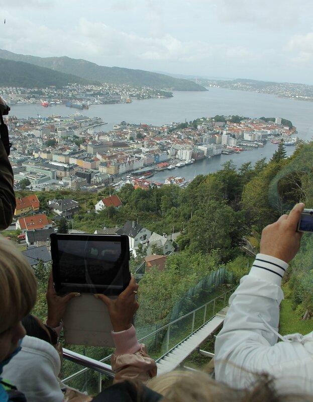 Берген. Фуникулер Флёйбанен.Bergen,  Fløibanen funicular