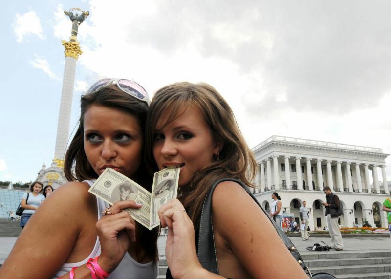 Секс в Украине стал валютой
