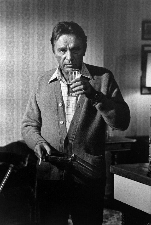 1969. Ричард Бартон на съемках фильма «Лестница»