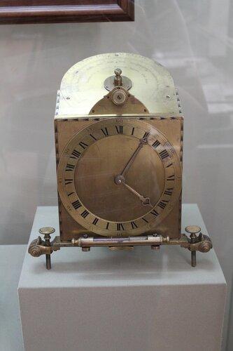 Универсальный прибор с солнечными часами