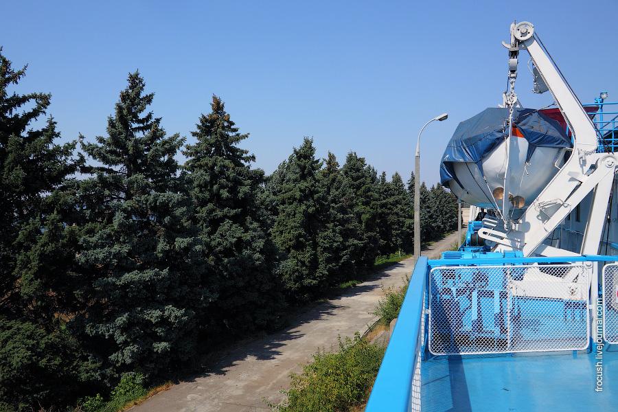 В верхней камере левого шлюза Волжского гидроузла