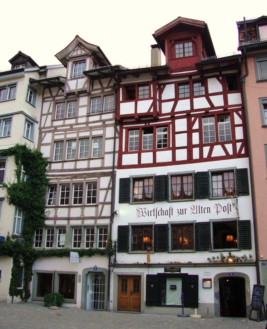 Дом справа датирован 1552 г.