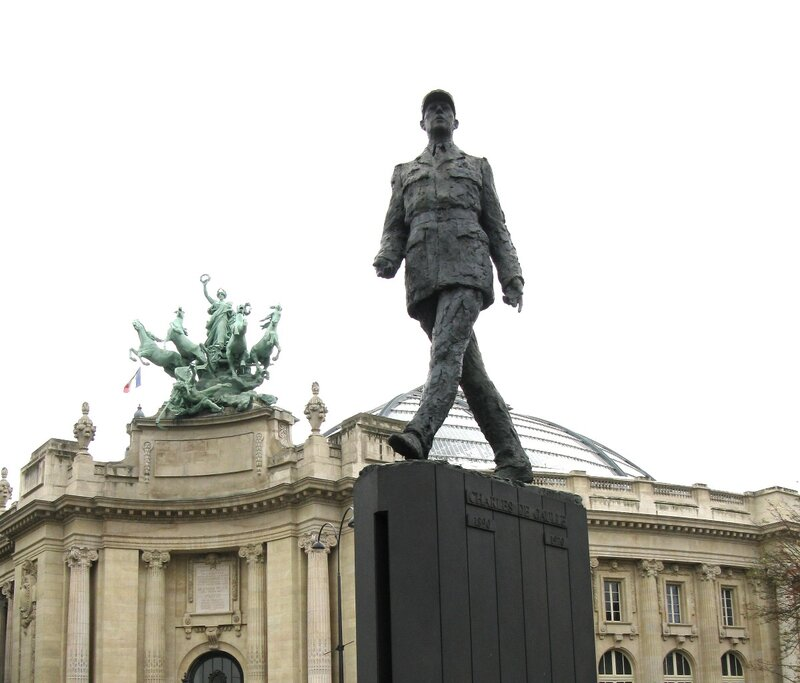 Памятник генералу Де-Голлю, Париж