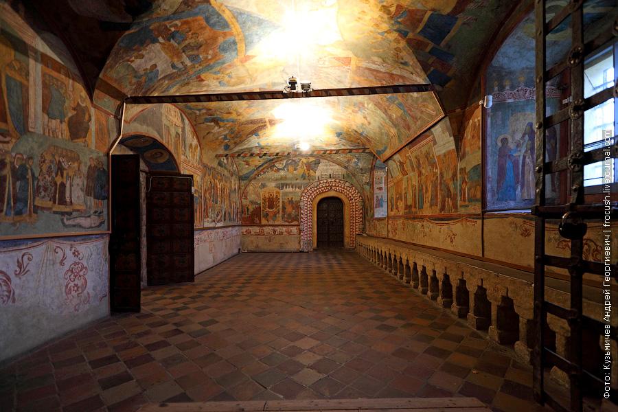 паперть в Ильинской церкви Ярославля