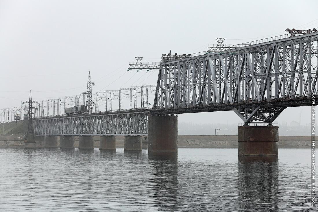 Железнодорожный мост через Волгу рядом с бухтой Нефтяной