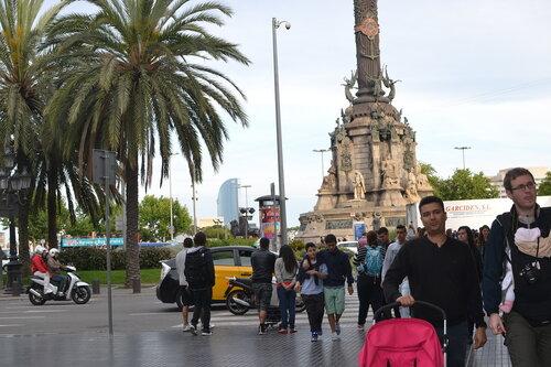 Барселона, Монтсеррат, Фигерас из Коста дель Маресме в мае 2014 с маленькими детьми