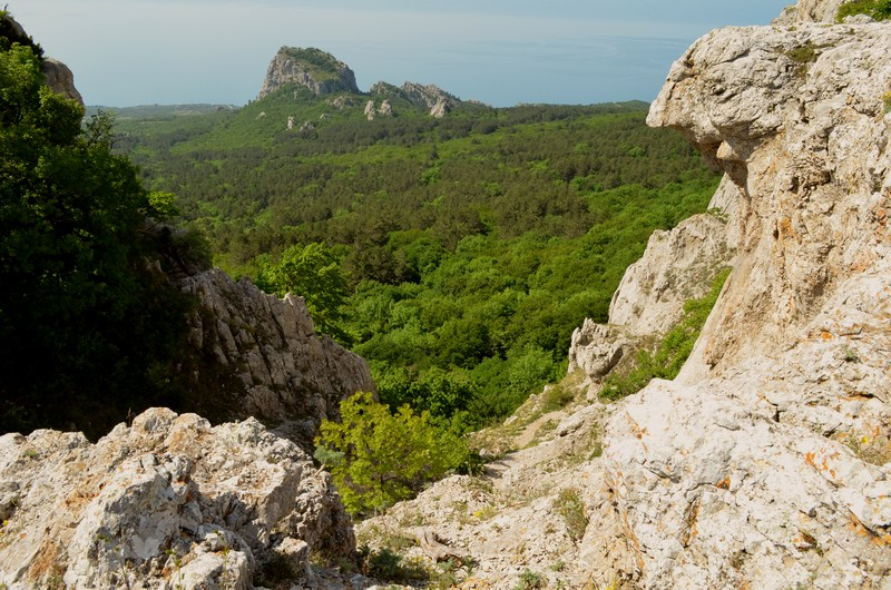 Биюк-Исар вид на скалу с перевала || yo-klmn.ru