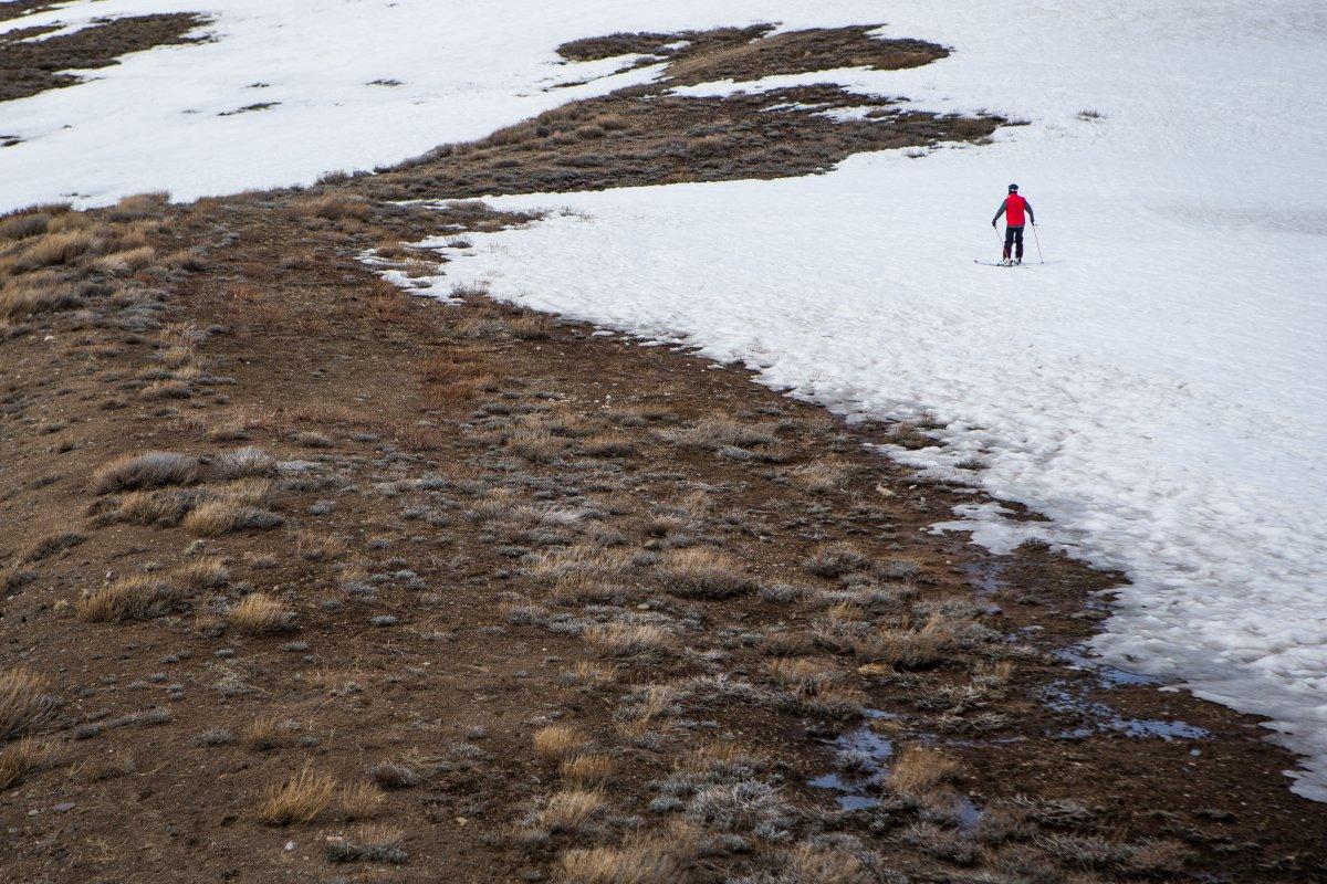 12. Вот и кончился снег на озере Тахо.