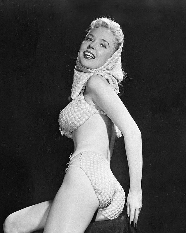 14. Мэрилин Монро стала коммерческим явлением после 1955 года. С 1948 года и во все 50–е эталоном же