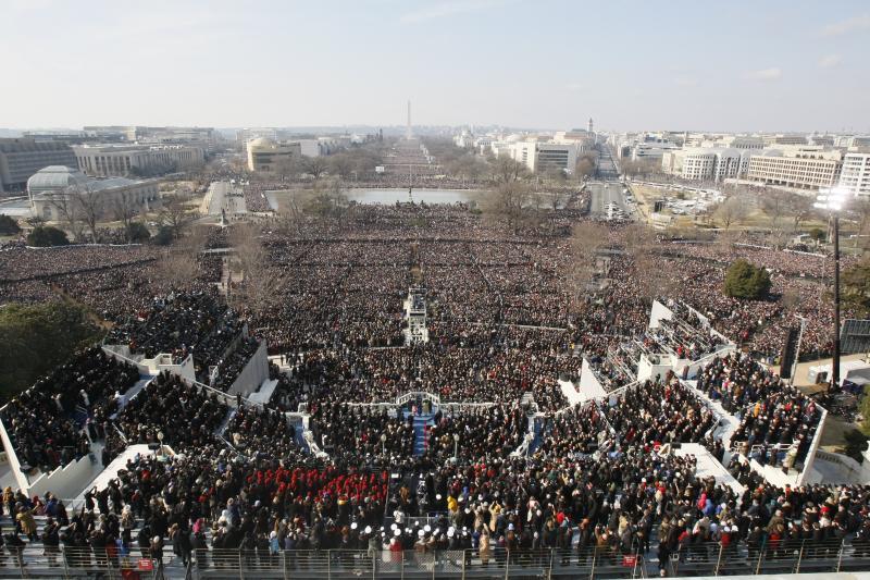 7. Вид сверху на церемонию инаугурации президента Барака Обамы у Капитолия в Вашингтоне, 20 января 2