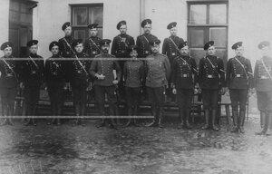 Группа офицерского и унтер-офицерского состава.