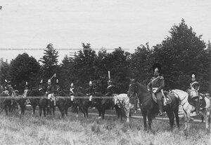 Группа конных офицеров и солдат полка в исторических формах в день празднования 250-летнего юбилея Конно-гренадерского полка .